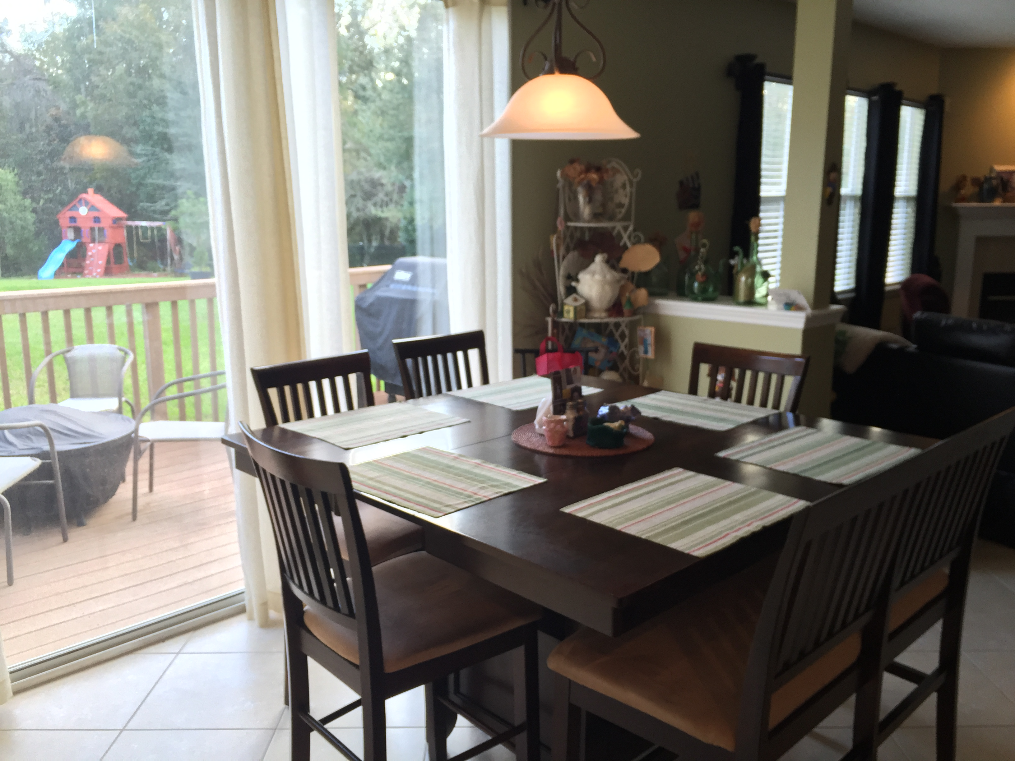 Breakfast nook - 3