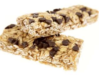 Substituir refeição intermediária por barras de proteínas.