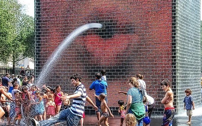 Чикагская история. Фонтан из стеклянных кирпичей.