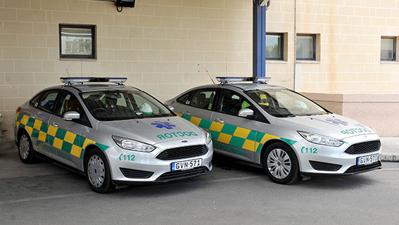 2 Emergency doctors light cars