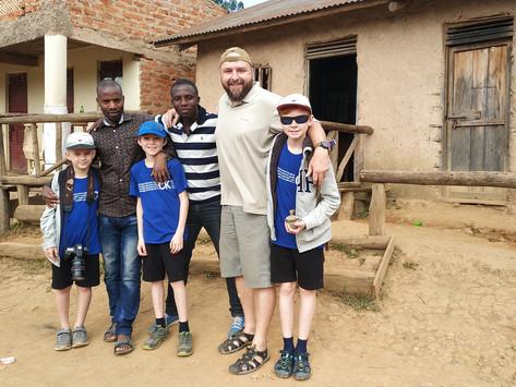 """""""Pánská jízda"""" v Ugandě"""
