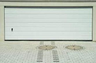 reparation-d-une-porte-de-garage-electrique-a-Paris.jpg