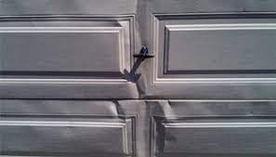 reparation-d-une-porte-de-garage-enfoncee.jpg
