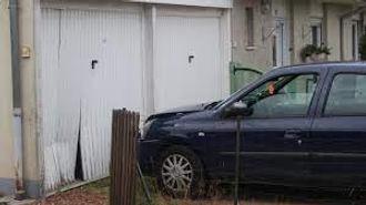 reparation-d-une-porte-de-garage-enfoncee(1).jpg