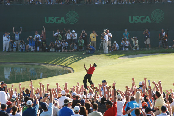 Tiger Woods sinks the final putt to win the 2008 US Open