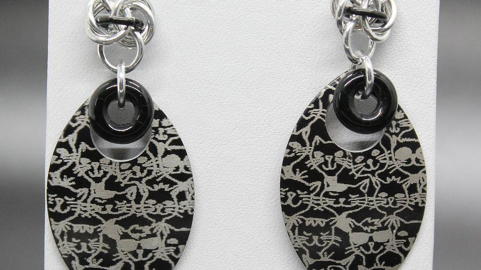 Cat Design Scale Earrings - Black