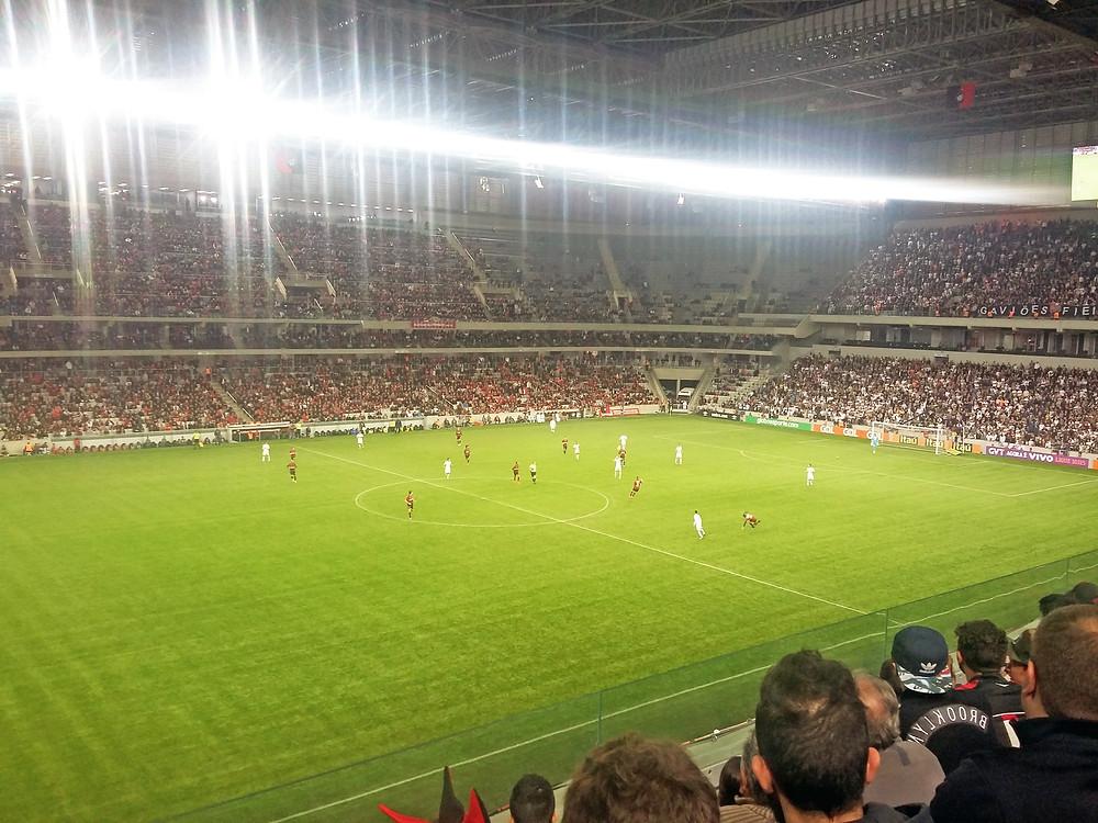 Arena da Baixada do Clube Atlético Paranaense com teto retrátil. (Crédito: Clóvis Pedrini Jr.)