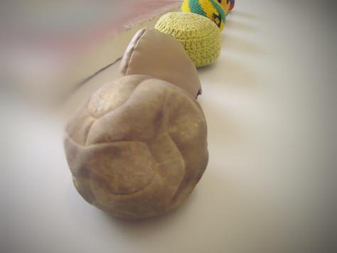 Futsac: o único esporte que usa bola revestida de crochê