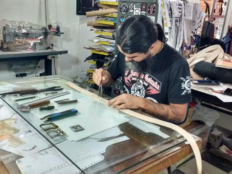 Artesanato em couro conserva a tradição do trabalho manual