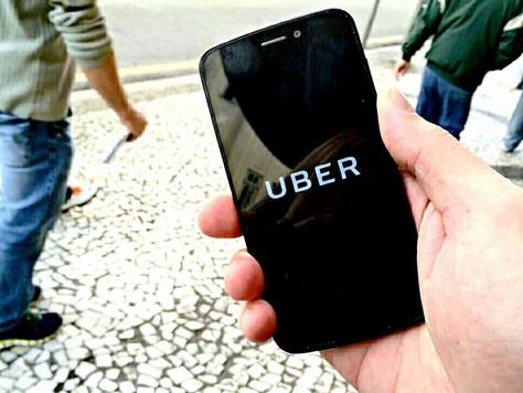 Apesar da polêmica com taxistas, Uber amplia alternativas de transporte