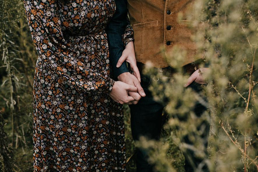 Trouwen in voedselbos Heeswijk-Dinther eigen achtertuin. Trouwen in een kas. Jennie from the blog. Schuurmans & Schuurmans Groene Muts Merel en Ruud. Trouwjurk van Scotch & Soda. Trouwfotograaf Tumbleweed & Fireflies photography Eva Krebbers.