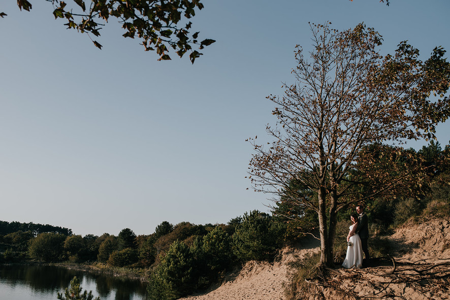 Elopement haarlem the Netherlands duinen trouwen aan zee bruiloft Bloemendaal avontuur bakfiets tumbleweed and Fireflies photography trouwfotograaf elopementfotograaf photographer