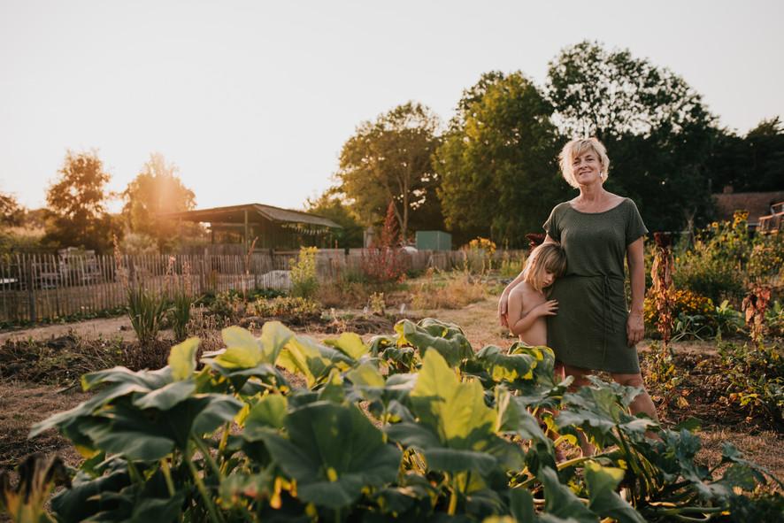 moestuinshoot moestuinieren tuinieren tuin mme zsazsa Mel's kitchen garden fotoshoot fotografie buitenmens natuurliefhebber buitenleven hobbyvarken kim leysen