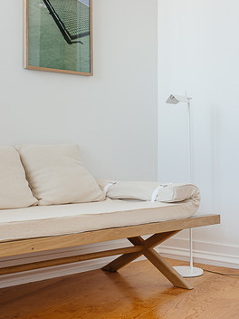 Bee daybed
