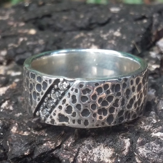 Textured Band with Crystal Ring 925 Sterling Silver
