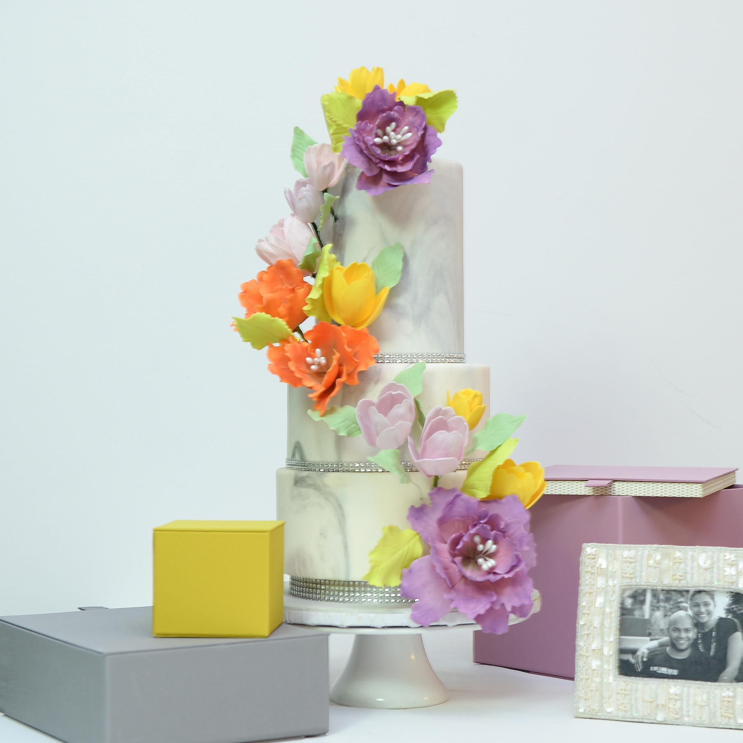 marble finish wedding cake flowers