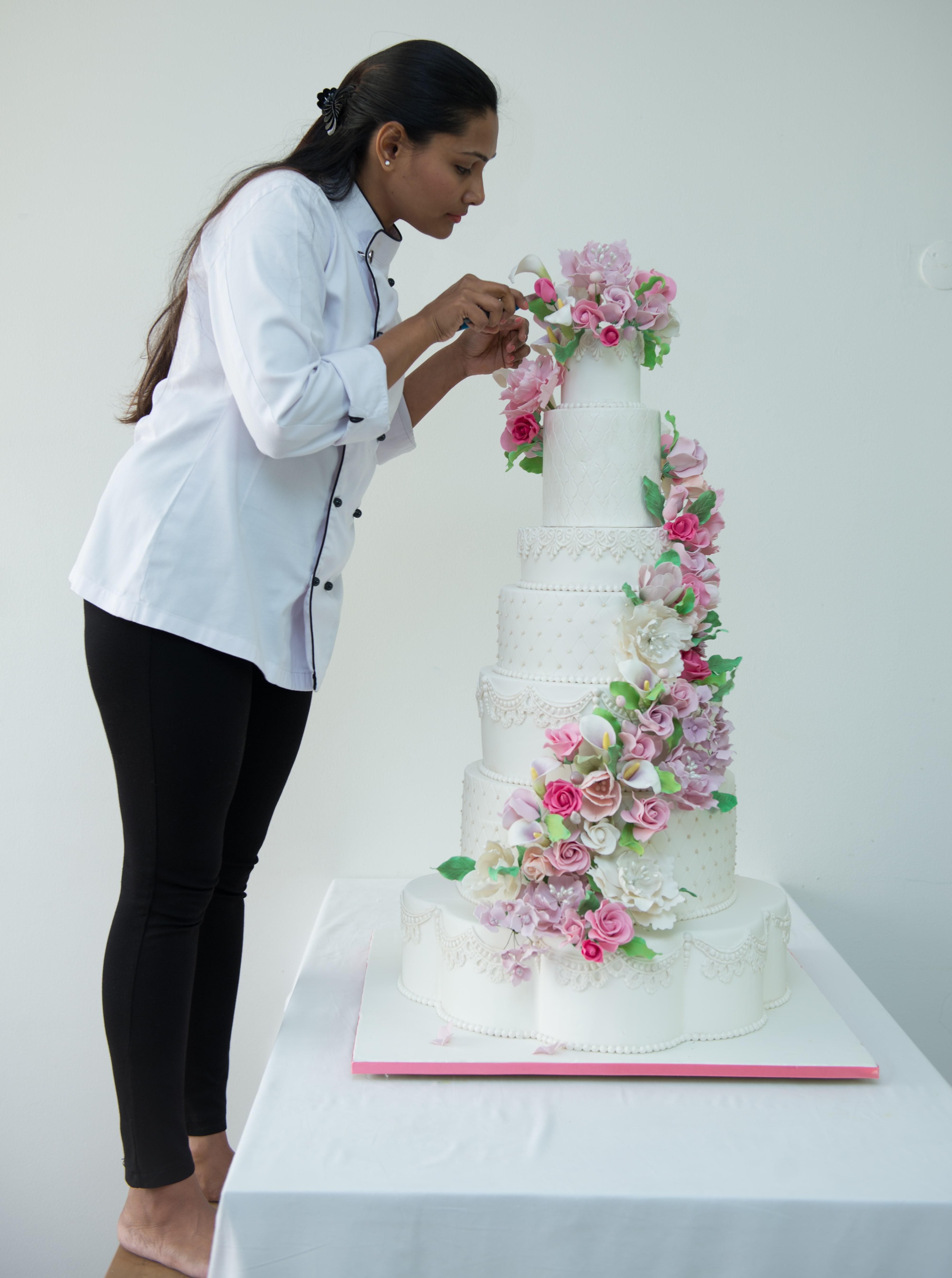 Cake designer at work