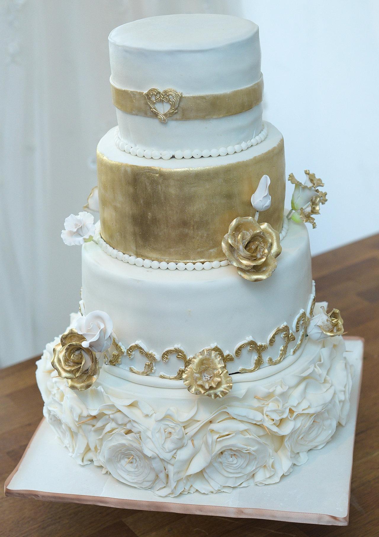 Dubai princess wedding cakes