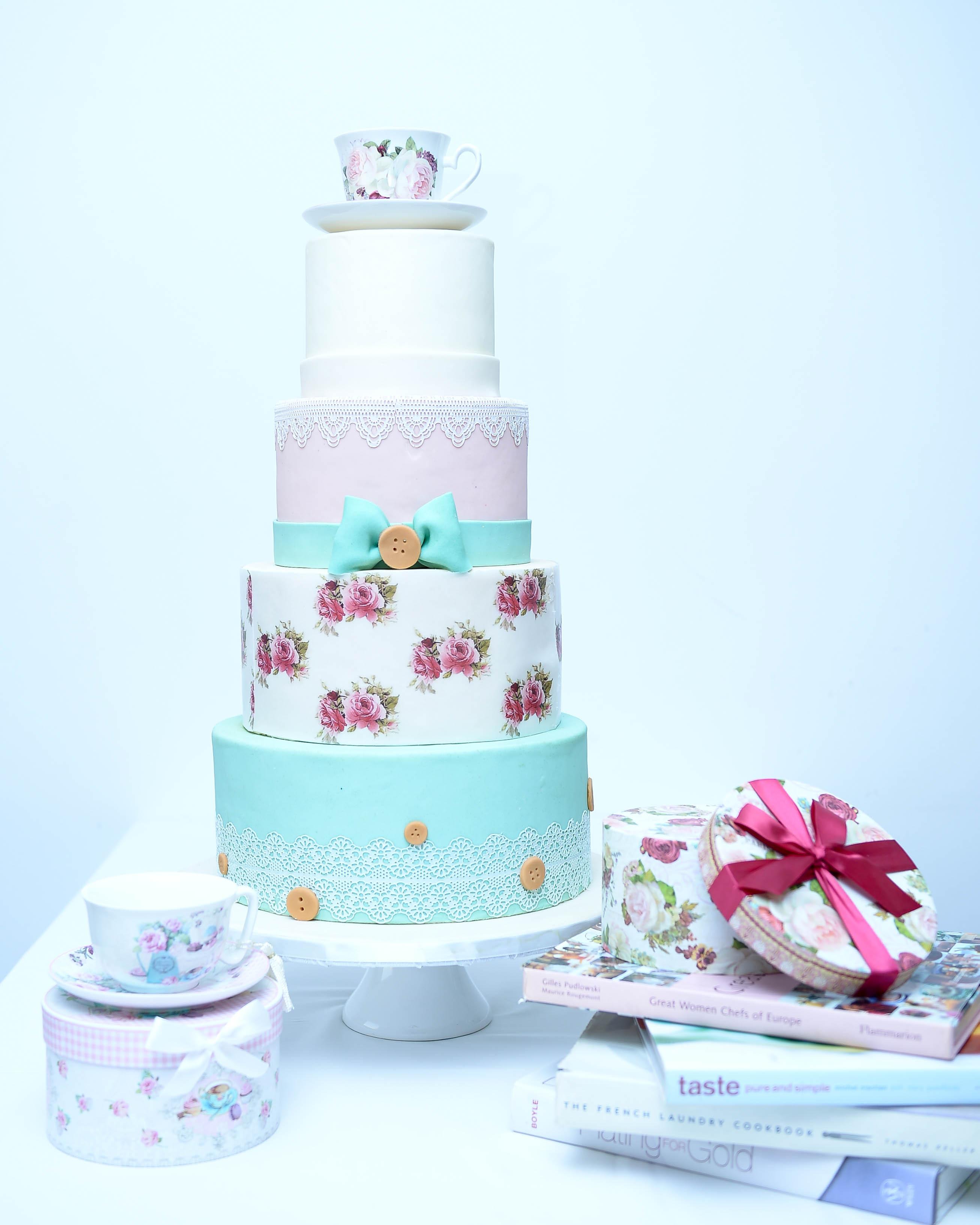 Vintage wedding cake in Abu Dhabi