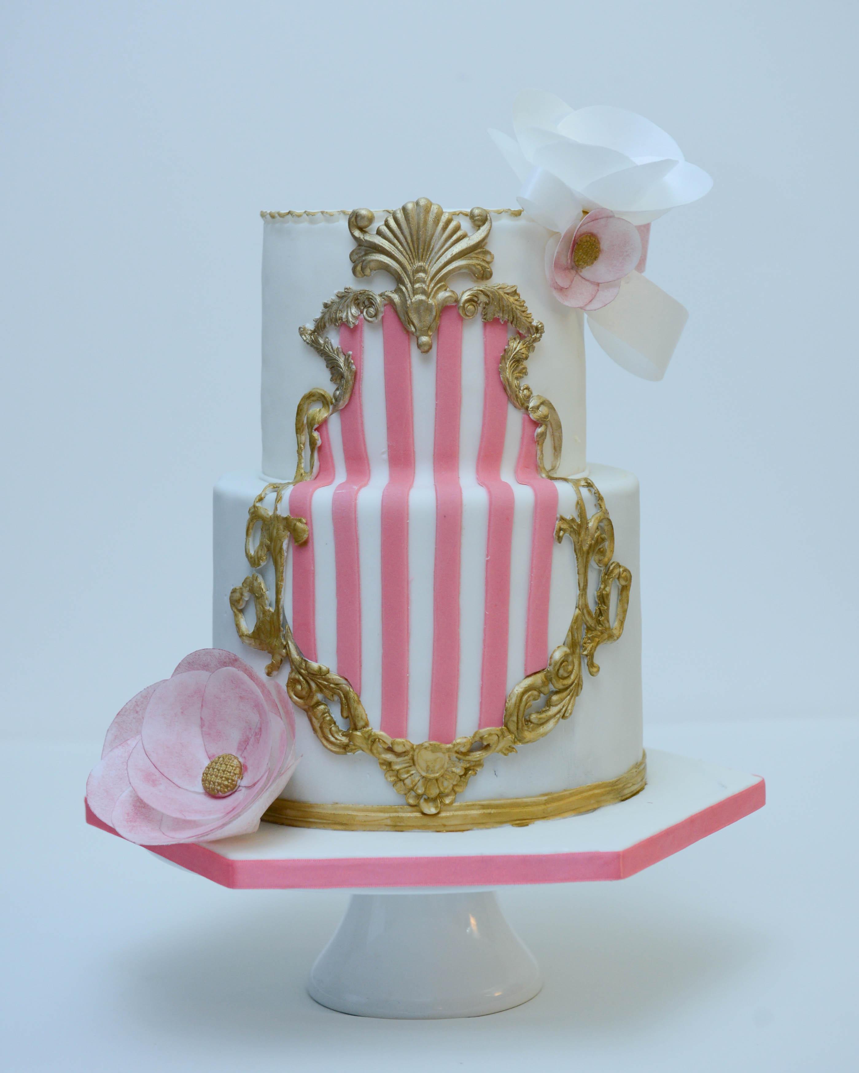Baroque frame wedding cake