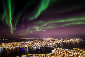 Northern_light_over_Tromsø.jpg