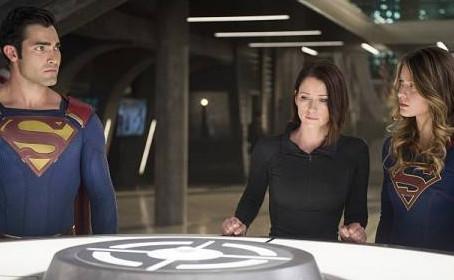 Douze photos et une vidéo pour la saison 2 de Supergirl