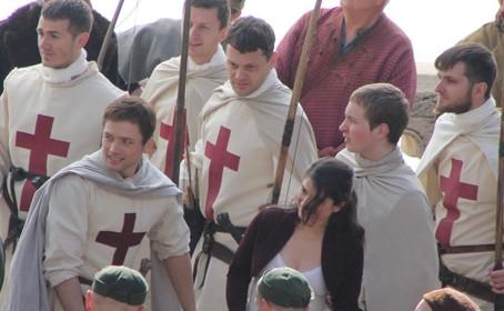 Premières photos de Taron Egerton sur le plateau de Robin Hood Origins