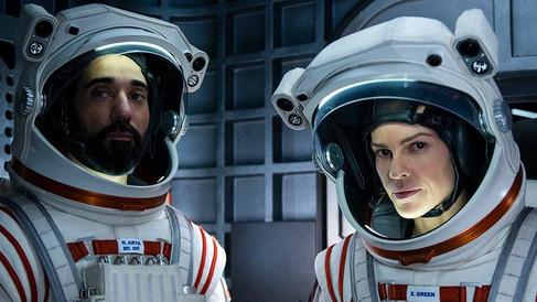 Netflix dévoile la première bande-annonce d'Away avec Hilary Swank