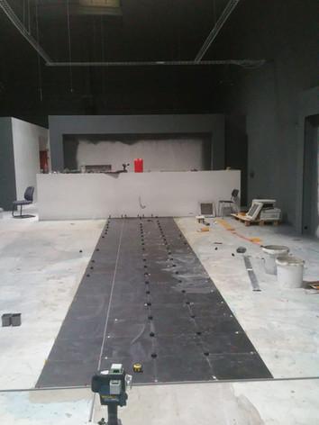 Suite des travaux : isolation, placo, cloison, peinture terminés ! Place au carrelage