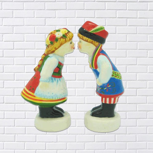 Polish Salt & Pepper Set, Kissing Dancers