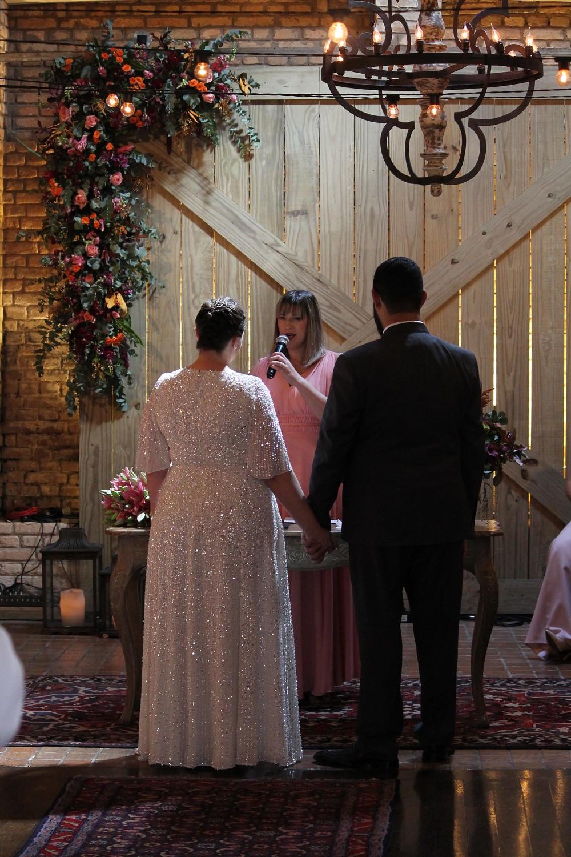 Cerimônia com celebrante mulher