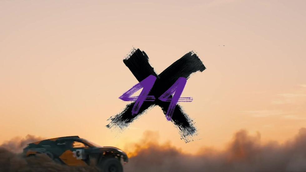 Lewis Hamilton X44 GIF 2.mp4