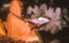 Yogi Amrit Desai receiving award from Jagadaguru Shakaracharya Maharaj