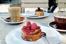 Cafè-Fuchs-Curtis-Berlin-Kuchen.jpg