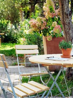 Cafe-Berlin-mit-Garten.jpg