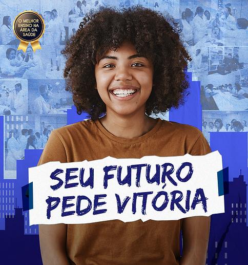 """Mulher negra feliz com cidade azul no fundo com alunos e frase """"Seu futuro pede vitória"""""""