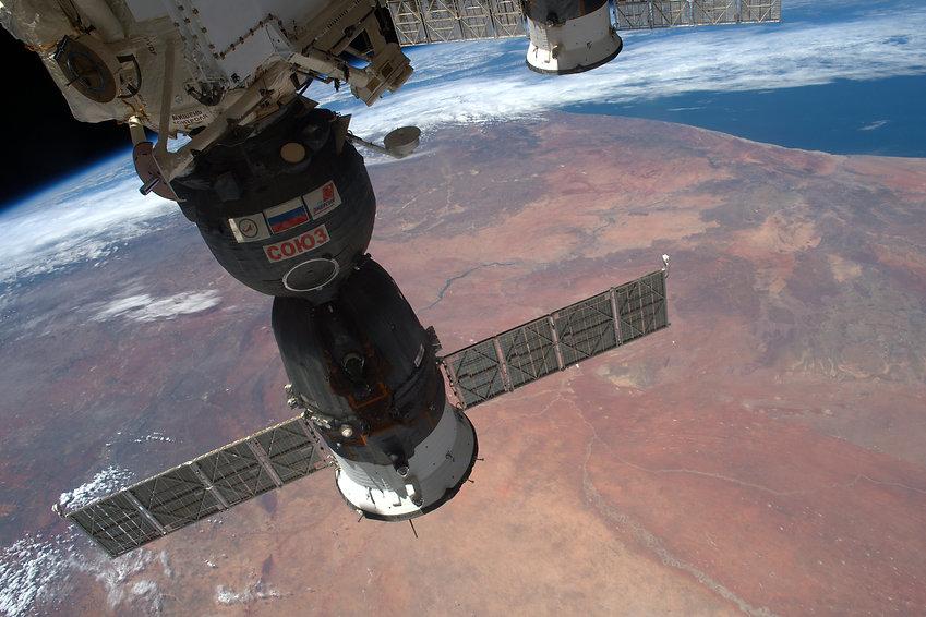 above-the-desert_31894942856_o.jpg