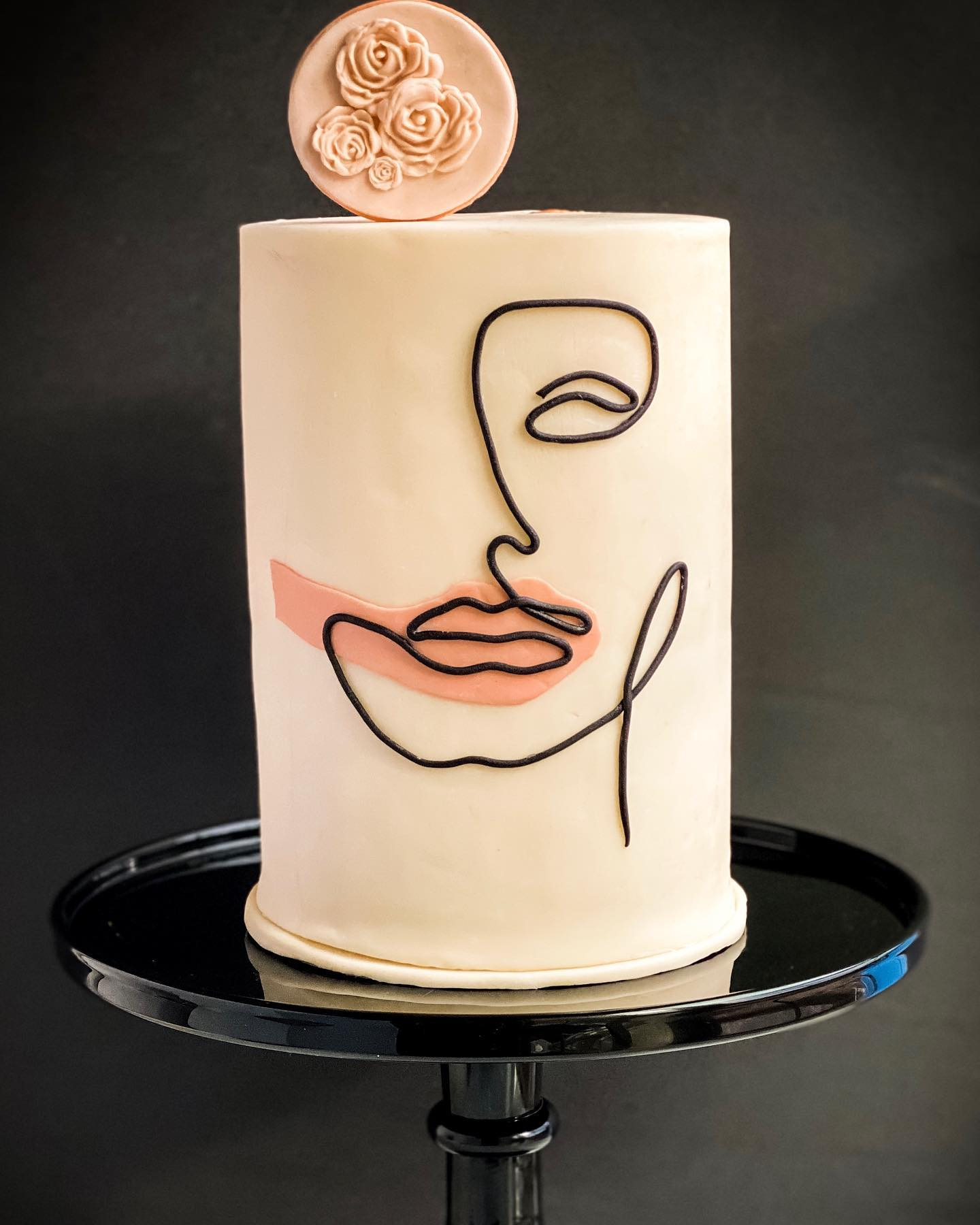 One line drawing cake -lady
