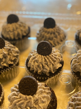 Cookies And Cream Chocolate CupCakes.jpg