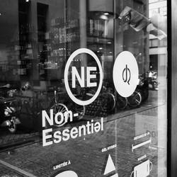 Non Essentiel