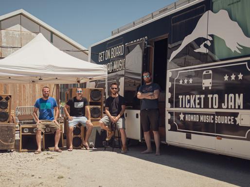 Un studio bus d'enregistrement était à Bordeaux