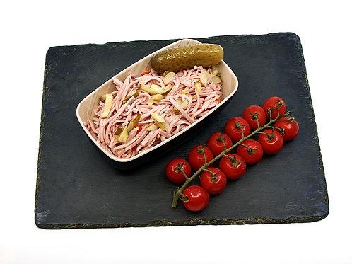 Wurstsalat mit Paprika und Essiggurken