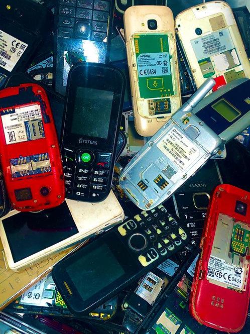 Мобильные телефоны, смартфоны.