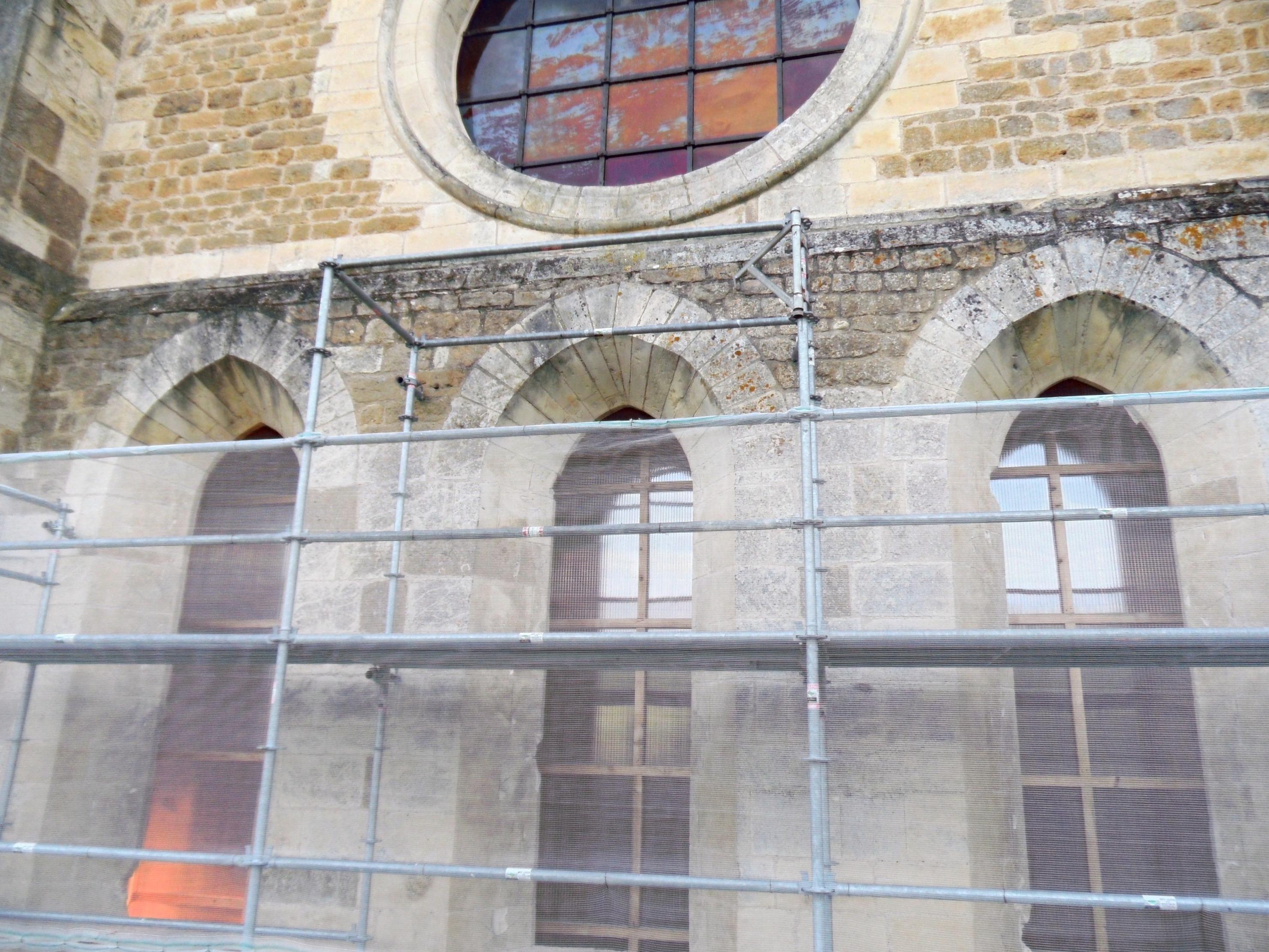Entourages de pierre des trois baies du chœur
