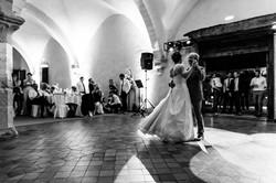 Danse des mariés dans le réfectoire des Convers