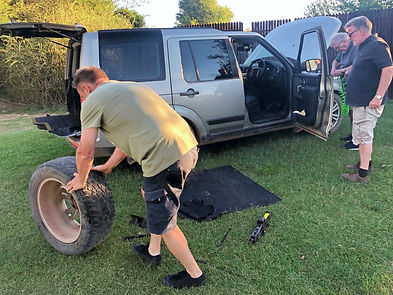 SA Adventure Support Crew, Changing a Land Rover Discovery's Tyre, 4x4 Tour with SA Adventure