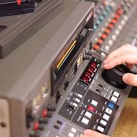 Betacam VCR-hand_web.jpg