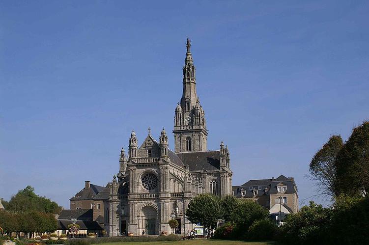 Sainte-Anne-Auray-Sanctuairs.jpg