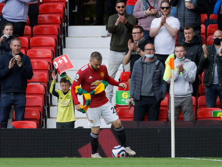 Η βοήθεια του Luke Shaw στην άδικη τιμωρία φιλάθλου της Manchester United λόγω ρίψης...κασκόλ
