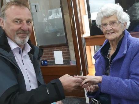 73 χρόνια αναμονής για ένα δαχτυλίδι γάμου
